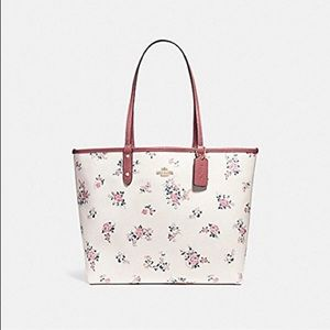 COACH REVERSIBLE TOTE FLORAL NWT Host pick 🥳
